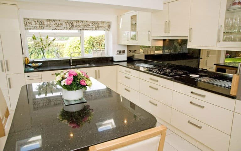 What are popular kitchen design layouts ramsbottom for Common kitchen layouts